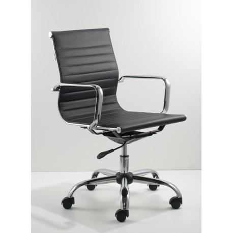Poltrona in ecopelle nera o bianca, schienale medio con meccanismo oscillante monoblocco.